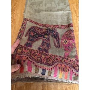 Brand New Elephant 🐘 pattern scarf